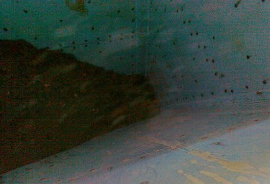 Бункер, футерованный системой Tivar BlueLine, позволяющей обеспечить стабильный выход глины