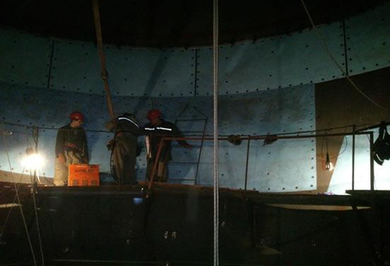 Монтаж футеровочных материалов Tivar  в бункере рядових углей на металлургическом заводе