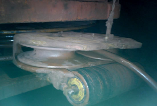Ролик и колеса кабелеукладчика установленние на ПДМ